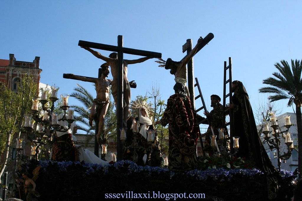 Santísimo Cristo de la Salud y Nuestra Señora de la Luz en el Misterio de las Tres Necesidades al pie de la Cruz.