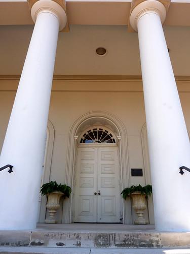 P1000569-2010-02-03-Shutze-Academy-Of-Medicine-West-Door-Columns