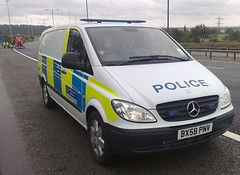 MET POLICE VITO ON M1 WITH HEMS (NW54 LONDON) Tags: hems bluelights metpolice policevehicles accidentinvestigation mercvito