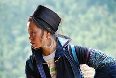 tribu de Sapa (eliesporta) Tags: blue portrait woman nikon asia dress perfil retrato tribal vietnam sapa hmong nationalgeographic earing elies d80 eliesporta