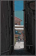 Verso il mercato (Ticino-Joana) Tags: italien italy alley italia market markt vicolo mercato lagomaggiore gasse piemont cannobio