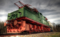 grubenbahn. (Tobias Mandt) Tags: railroad red green rot train germany tren deutschland nikon europe kohle transport eisenbahn rail change locomotive grn tobias bahn cottbus climate hdr tagebau lokomotive schiene ostdeutschland elektrisch lausitz mandt senftenberg photomatix klimawandel d80 grubenbahn tobiasmandt