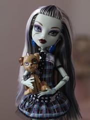 Frankie & Watzit (Frankiewatzitstein) Tags: animals doll monstruos mueca instituto frankiestein monsterhigh watzit