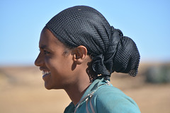 portrait ethiopia_5498 (ichauvel) Tags: voyage africa travel portrait woman smile village femme foulard ethiopia handkerchief sourire profil afrique eastafrica ethiopie cornedelafrique afriquedelest vision:mountain=0609 vision:sky=0579 vision:outdoor=0981