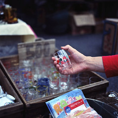 * in his hand (yocca) Tags: film glass shop t kyoto hand kodak m hasselblad  2009 500cm carlzeiss plannar  ektar100 sep2009