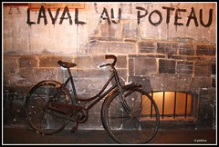 Caen. Un vlo au Muse (glidblue) Tags: france bike museum memorial muse worldwarii cycle normandie 1001nights bicyclette normandy bicicletas calvados vlo caen rsistance mmorial battleofnormandy secondeguerremondiale batailledenormandie glidblue musepourlapaix