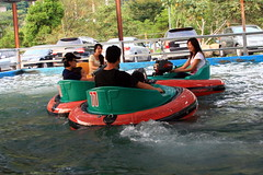20091108_9833 (Yiwen103) Tags: 內灣 露營 尖石 卡丁車 櫻花谷 碰碰船 踏踏球