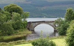 le pont d'Inveraray (astroJR) Tags: uk greatbritain scotland landscapes unitedkingdom bridges gb inveraray ecosse royaumeuni grandebretagne scotlandslandscapes