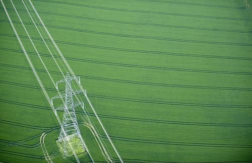 13英国艾塞克斯郡田间的电力塔。