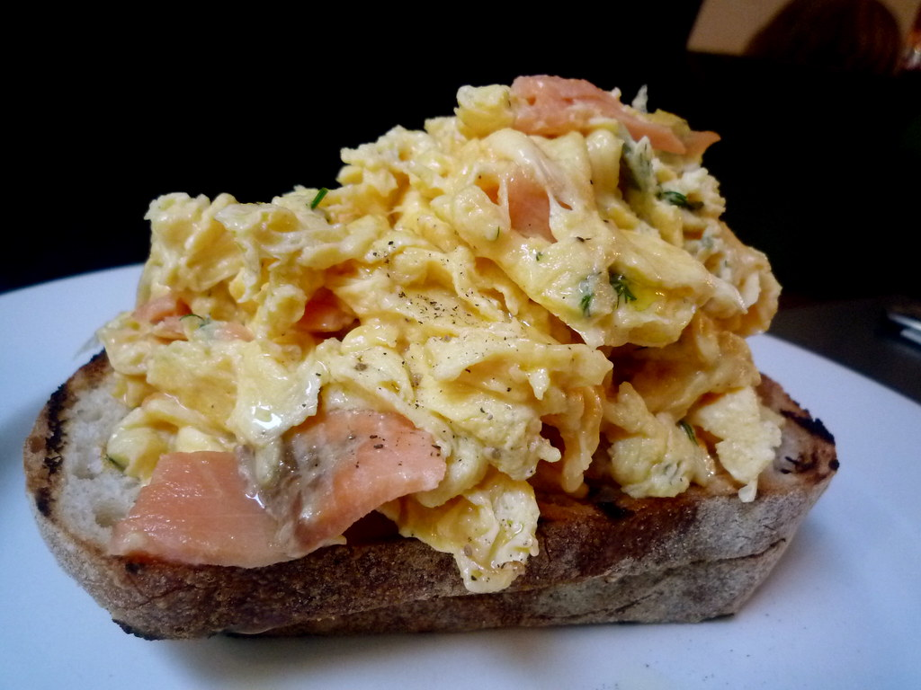 Scrambled eggs with smoked salmon and herbs