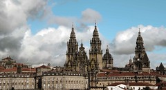 SANTIAGO DE COMPOSTELA. CATEDRAL (pecaenrique) Tags: azul catedral galicia cielo santiagodecompostela nuves