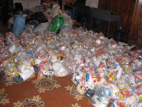 Bistånd: mat och annat nödvändigt