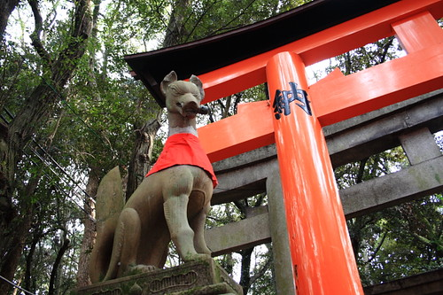 Fox statue on the hill of Fushimi Inari Shrine