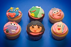 Dora and friends (sunjushi) Tags: dora cupcake fondant
