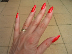 Nails (ShambLady) Tags: red rot rouge gold rojo hands hand married nail nagellack polish jewelry ring nails nagel unhas handen polished nagels goud unha getrouwd uas goldenring a rednailpolish gelakt nailpolishnagellak