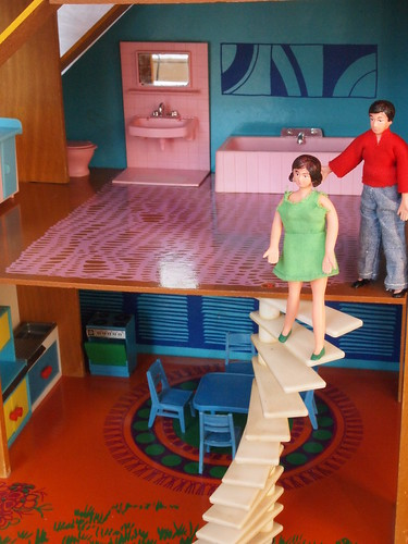 1974 OKWA dolls house - Treppe