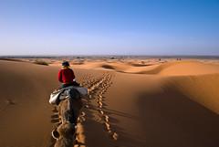 Retour sur Merzouga (Jean-Baptiste Bellet) Tags: voyage travel vacances sand desert d dune sable morocco maroc janvier 2010 dsert merzouga ergchebbi dsert exif80 exif12mm