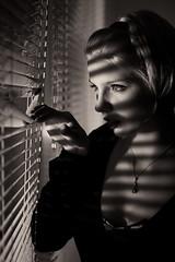 [フリー画像] 人物, 女性, セピア, 窓辺, 覗く, 201104041300