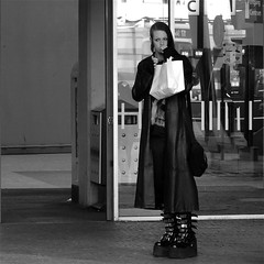 NO FEAR OF HEIGHTS (Akbar Simonse) Tags: street people urban bw holland netherlands square boots zwartwit candid gothic goth streetphotography denhaag thehague streetshot straat straatfotografie straatfoto straatfotograaf nederlandvandaag akbarsimonse