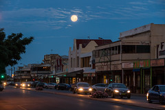 Full Moon Over Argent Street (Serendigity) Tags: outback mining street australia roadtrip cars nsw brokenhill newsouthwales city dusk