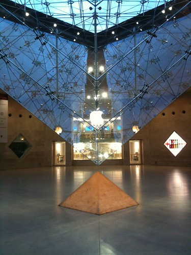 Visite du premier Apple Store français de Paris au Carrousel du Louvre