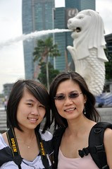 Xixi & Long with the Merlion (Dragonsaur Long) Tags: singapore merlion singaporeriver