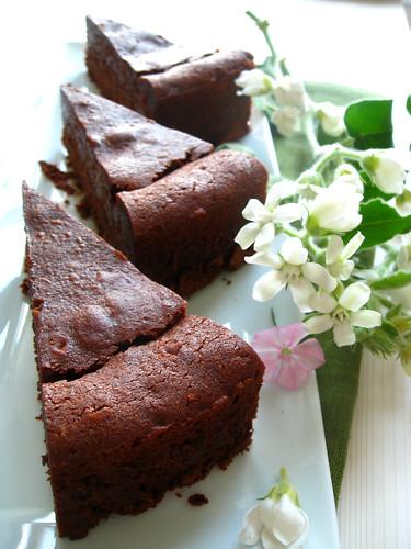 chocolate-chestnut truffle cake