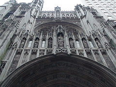 Cram and Goodhue: St. Thomas Church in New York (Gustavo Thomas) Tags: sculpture usa ny newyork architecture buildings arquitectura edificios churches escultura temples templo