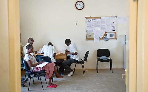 Redação do jornal da aldeia (foto Guardian)