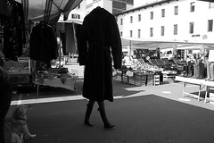 (Donato Buccella / sibemolle) Tags: street blackandwhite bw italy milan milano streetphotography moscova canon400d sibemolle fotografiastradale mercatodiviasmarco
