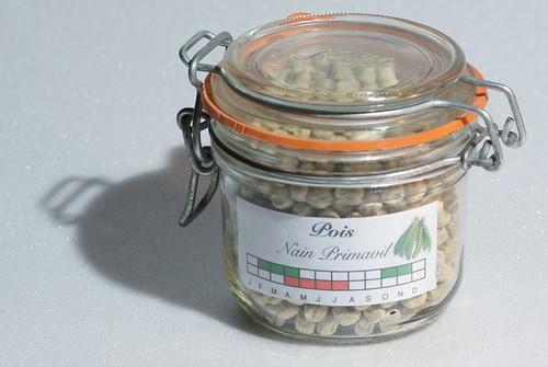 Pot de graines avec son étiquette