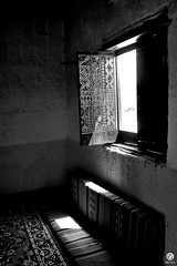 - through window (Dhowayan (Abu Yara)) Tags: light window