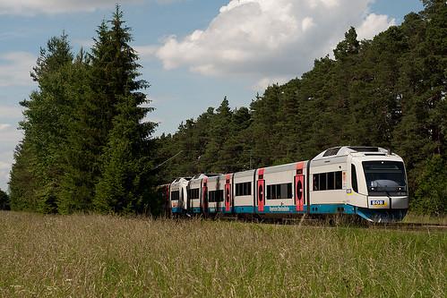 Kurz hinter Deisenhofen saust BOB 86921 vorbei, es führt VT103 »Valley Darching« nach Bayrischzell