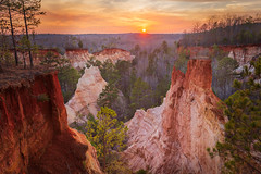 Providence Canyon Sunset (robertdownie) Tags: trees forest sunset colour sands canyon southern grandcanyon georgia clay coloured state park unitedstatesofamerica pinnacles usa providencecanyon