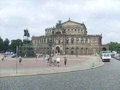 Unter anderem in der Dresdener Semperoper werden die Top Ten der Opernszene aufgeführt