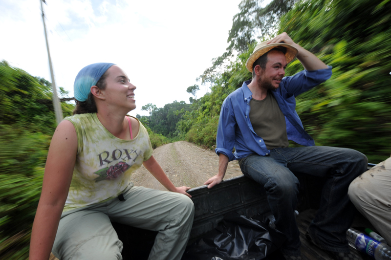 Camioneta a través de la selva ecuatoriana
