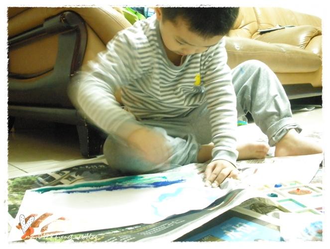 20091113_4在家畫畫.JPG