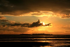 Sunset over Hilbre Island (David Chennell) Tags: sunset beach coast sand wirral riverdee hilbreisland wirralsunset