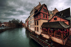 frame-worked (Dennis_F) Tags: trees sky house france cold building water architecture clouds work river dark frankreich angle cloudy sony wide himmel wolken sigma haus wideangle strasbourg ill frame architektur strasburg dslr fluss 1020 bume ultra baum lill fachwerk uwa strassburg 10mm ultrawideangle sigmalens a700 sigma1020 uww sonyalpha sonydslr alpha700 sonya700 sonyalpha700 dslra700 sigma1020456 sigmaobjektiv frameworked