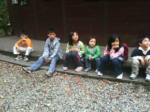 katharine娃娃 拍攝的 1-2等待看飛鼠的孩子。
