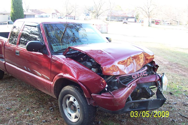 red chevrolet truck crash cab sonoma chevy damage extended wreck gmc wrecked s10 collision stepside