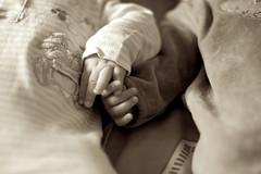 Legmi (stefanobertini) Tags: friends love hands hand sister brother mani relationship mano brotherhood amici amore fratello sorella legami fratellanza