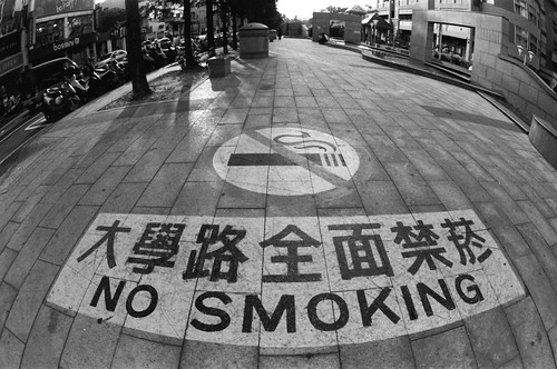 16 mm fisheye, f/8, 1/60, 0, Red filter. Film: Kodak 400 TMax (分裝). 後製: EV +1, Black +17, Contrast +19.