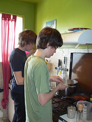 les garçons en cuisine.jpg
