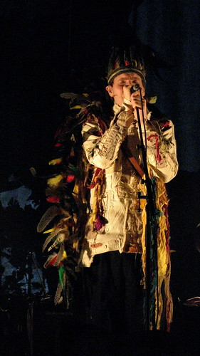 Jonsi's bird headgear. Photo by Christelle FV.