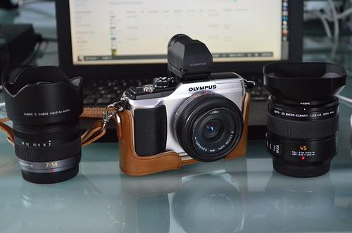 Nikon D5100 18-55mm f/3.5-5.6 Olympus E-PL2 20mm f/1.7 Panasonic 7-14mm 45mm f/2.8 Macro