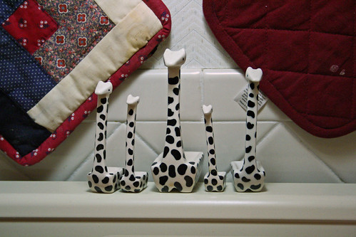 Giraffe measuring spoons make a come-back