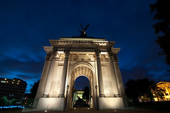 Twilight Arch (Joe Hesketh) Tags: longexposure london night wellingtonarch hydeparkcorner nikond90 tokina1116mm28