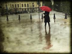 La chica del paraguas rojo / The girl of red umbrella (inmacor) Tags: autumn red paris france textura girl umbrella reflections lluvia rojo reflejo octubre blueribbonwinner abigfave ltytr2 ltytr1 ltytr3 inmacor bestofmywinners rainparaguas