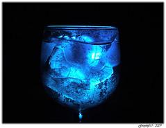 Blue Lagoon - Filtre bleu sur l'éclairage (Greyshift11) Tags: france lumix eau gaz panasonic g1 mm 45mm dmc verre 1445 liquide etat 14mm solide dmcg1